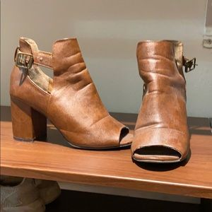 Brown 🥾 booties
